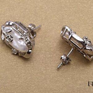 18kt Pearl Earrings you will love like I do! NWT